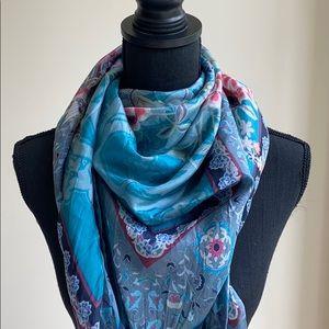 Lightweight Silk Scarf w Tassel detail